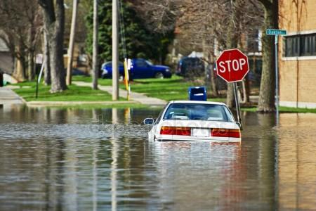 depositphotos 27410681 stock photo car under water
